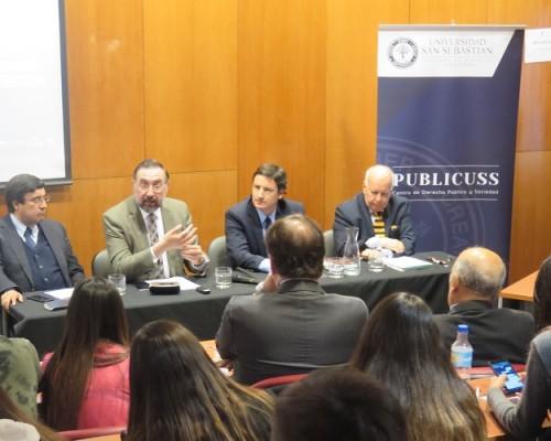 El primer panel estuvo integrado por: Alejandro San Francisco, Felipe Vicencio, Arturo Squella (moderador) y Antonio Dougnac.