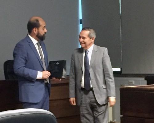 El subprefecto Claudio Vidal, jefe de la Brigada Investigadora de Robos de la PDI VIII Región Policial, junto al académico USS Concepción Juan José Calabrano.