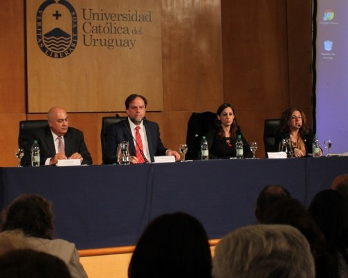 Rafael Rosell Aiquel, decano de la Facultad de Derecho de la U. San Sebastián, expuso junto a destacados panelistas para analizar el escenario geopolítico de esa región.