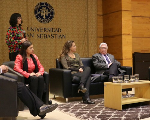 Panel de conversación de los expositores en el seminario de Derecho USS Concepción sobre accesibilidad a la justicia de personas en condición de discapacidad.