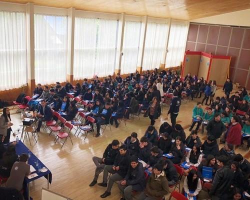 Más de un centenar de estudiantes del Liceo Comercial El Pilar, de la comuna de Ancud, participaron de la actividad.