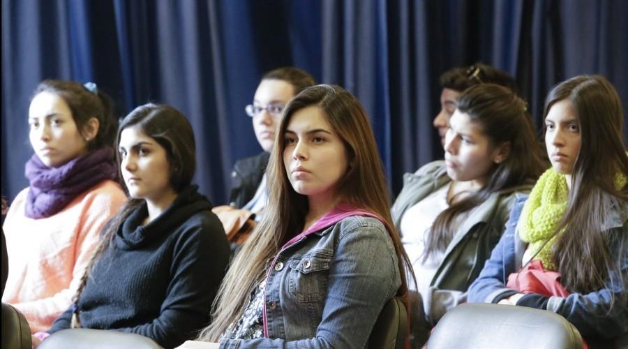 IDEJ USS convocó a sesión de poesía experimental chilena