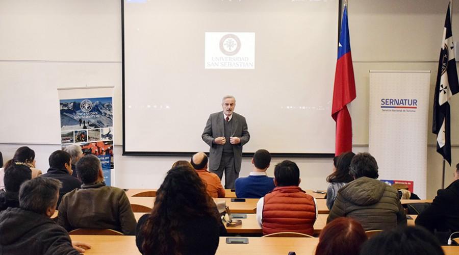 Decano de Economía y Negocios, Francisco Labbé en ceremonia clausura capacitación
