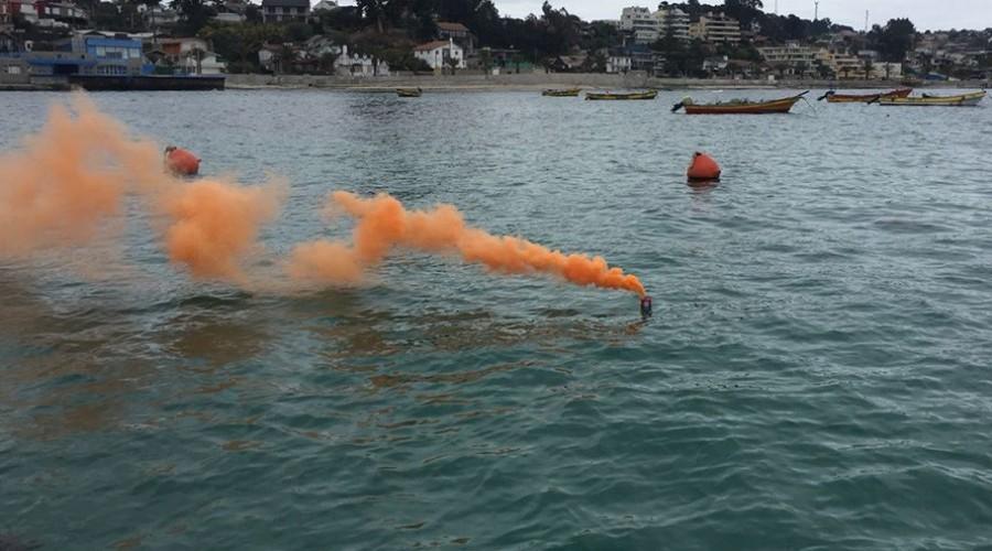 ejercicio en el mar con bengala