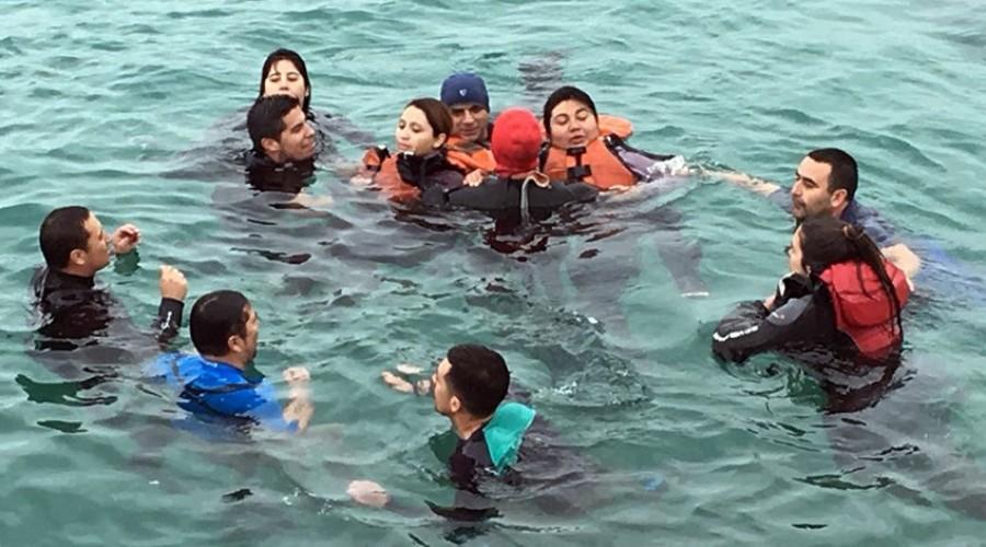 ejercicio sobrevivencia en el mar