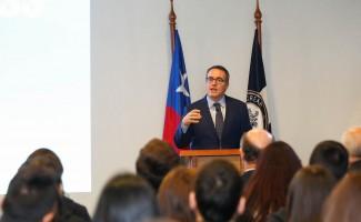 Aníbal Pinto, decano de la Facultad de Economía y Negocios de la USS, invitó a los alumnos a participar.