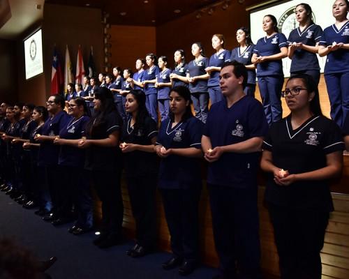 Estudiantes de Enfermería de la USS Valdivia participaron de la tradicional Ceremonia de la Luz.