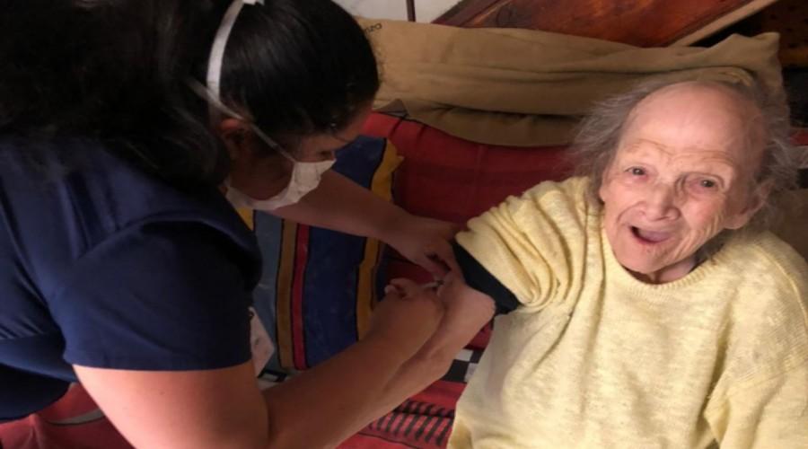 Estudiantes de Enfermería de USS Concepción participan de operativos de vacunación