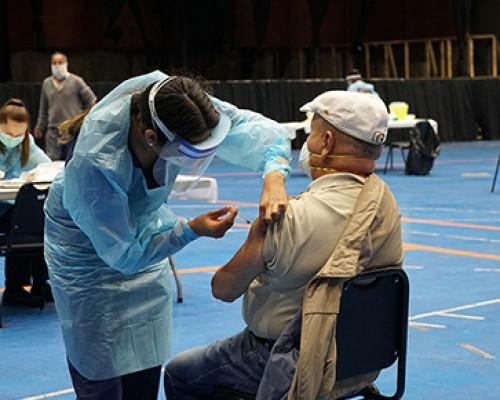 Estudiantes-de-Enfermería-realizan-vacunaciones-voluntarias-en-Puerto-Montt-PORTADA
