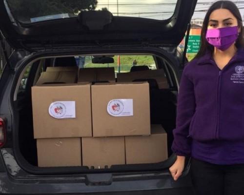 Estudiantes realizaron donación de sus propias canastas solidarias