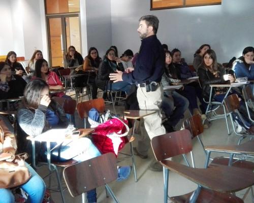 El detective de la PDI Gabriel Bonansea realizó las charlas.