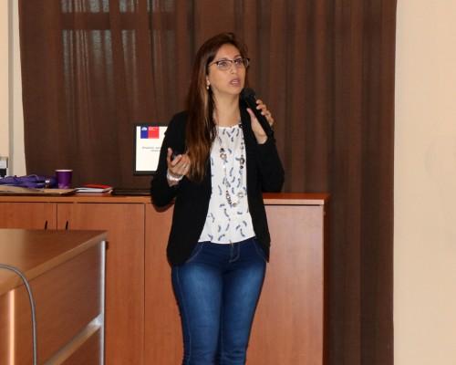 Exposición de la Dra. Karla Pozo, experta en microplásticos.