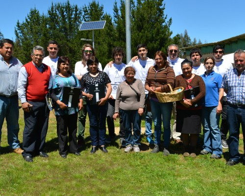 Jornada de trabajo realizada en sector Pichihuillinco, cordillera de Nahuelbuta, en presencia del equipo docente, estudiantes y beneficiarios.