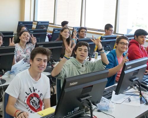 """Facultad de Ingeniería y Tecnología realizó """"Talleres de Verano"""" para futuros universitarios en USS Concepción."""