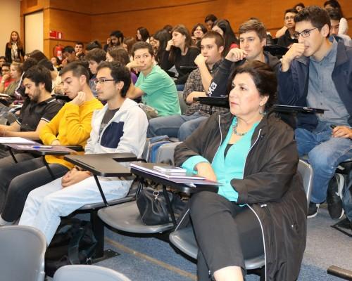 Asistentes al simposium desarrollado en el Auditorio Los Robles.