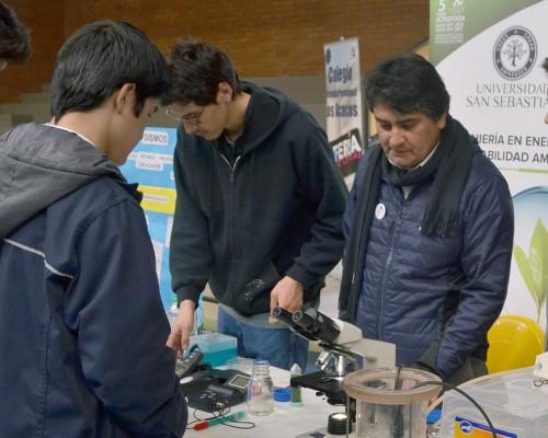 Exhibición del equipo de laboratorio con el que se mostraron las técnicas de análisis y observaciones de las muestras.