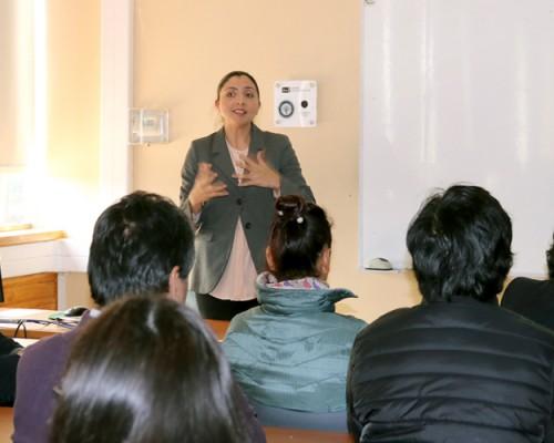 Doctora Denys Villa-Gómez realizó conferencias para la USS Concepción y el Colegio Thomas Jefferson.