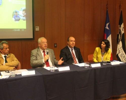 Pedro Astaburoaga, Alfonso Larraín, Pablo Álvarez y Carolina Pizarro, directora de Ingeniería en Energía y Sustentabilidad Ambiental USS.