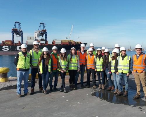 Estudiantes de Ingeniería Civil Industrial de la USS Concepción en Puerto Coronel.