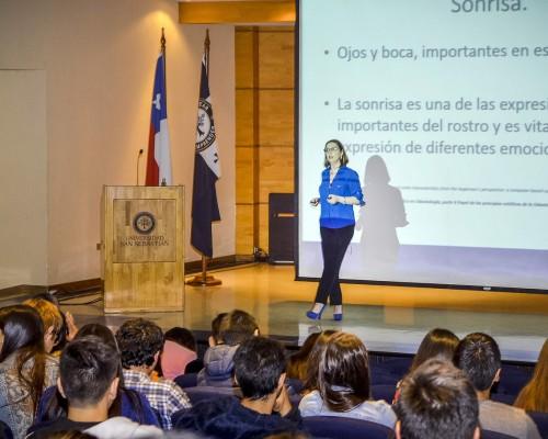 Presentación de la doctora Valeria Araneda.
