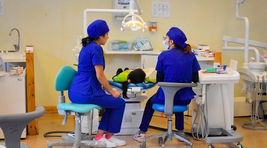 USS entrega becas de atención odontológica para niños en Puerto Montt