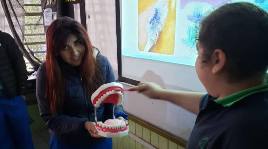 Futuros dentistas USS sacaron sonrisas en operativo en Peñalolén