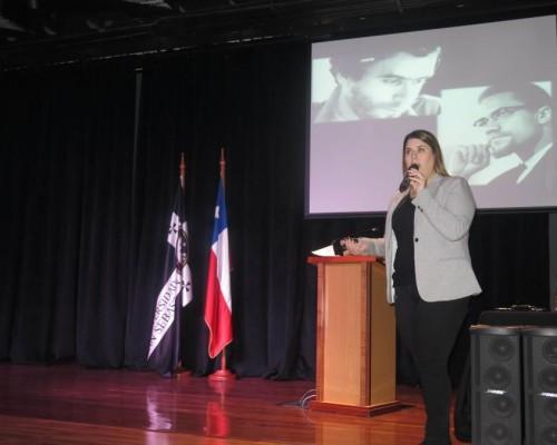 Dra. Gabriela Herrera expuso en seminario de Odontología Forense.