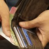 dinero-billetera-manos-001