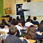 profesor-sala-clases-001-1024x683