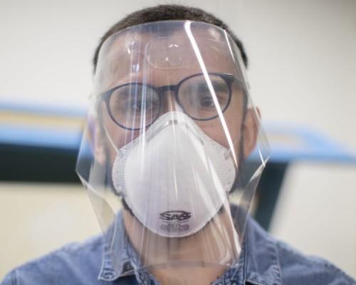 Escuela de Arquitectura USS desarrolla escudos faciales para Hospital San Juan de Dios