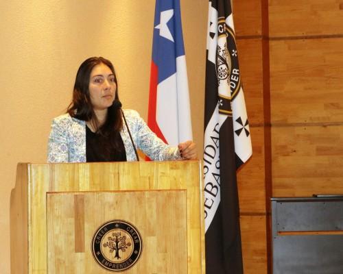 Joahnna Hillens, de la USS, inició las presentaciones.