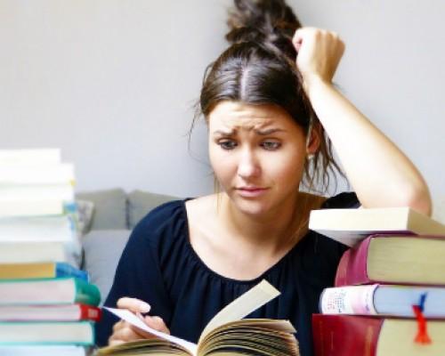 Deja de posponer lo importante al estudiar o trabajar en casa imagen destacada