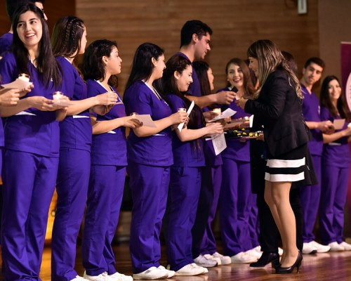 La directora de Nutrición y Dietética, USS Valdivia, participó de la ceremonia de investidura de sus estudiantes.