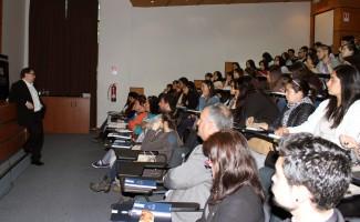 Lester Aliaga, académico de la USS Concepción, inició las presentaciones.