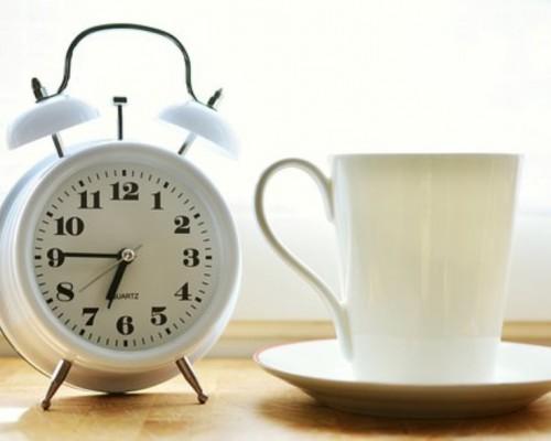 Cambio de hora: Estudiantes adaptan otra vez su reloj biológico