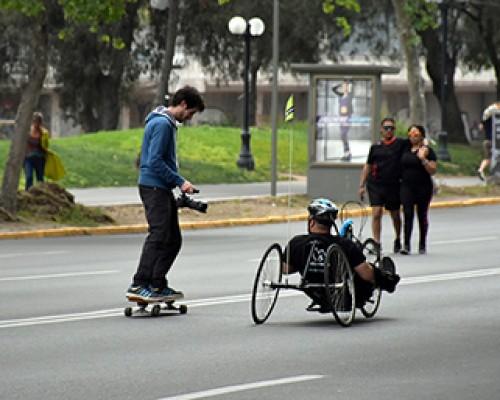 Andando en bicicleta adaptada en Ciclovía de Costanera Andrés Bello imagen destacada