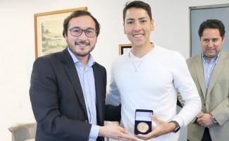 """Campeón panamericano de remo recibió primera medalla """"30 años de la USS"""""""