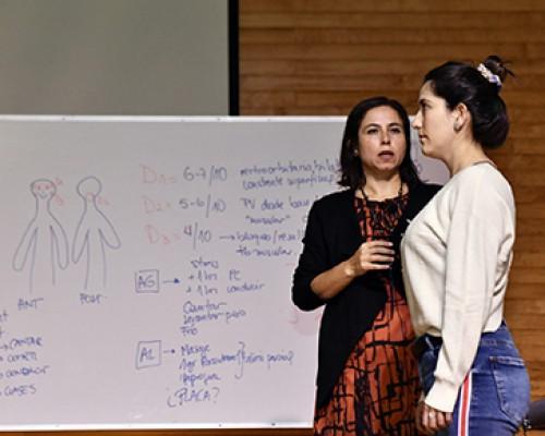 Kinesiólogos se reunieron en seminario para abordar terapias manipulativas