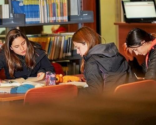 estudiantes-biblioteca